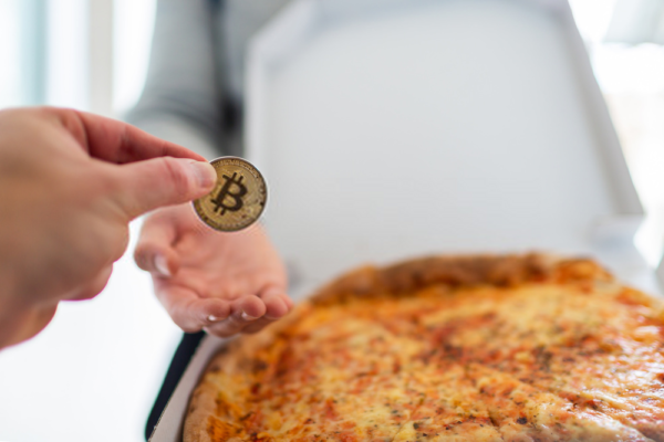 Compra 2 pizzas con 10 mil bitcoins